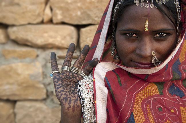 Disha e. V.   Portrait of a India Rajasthani woman   © wong yu liang / fotolia.com